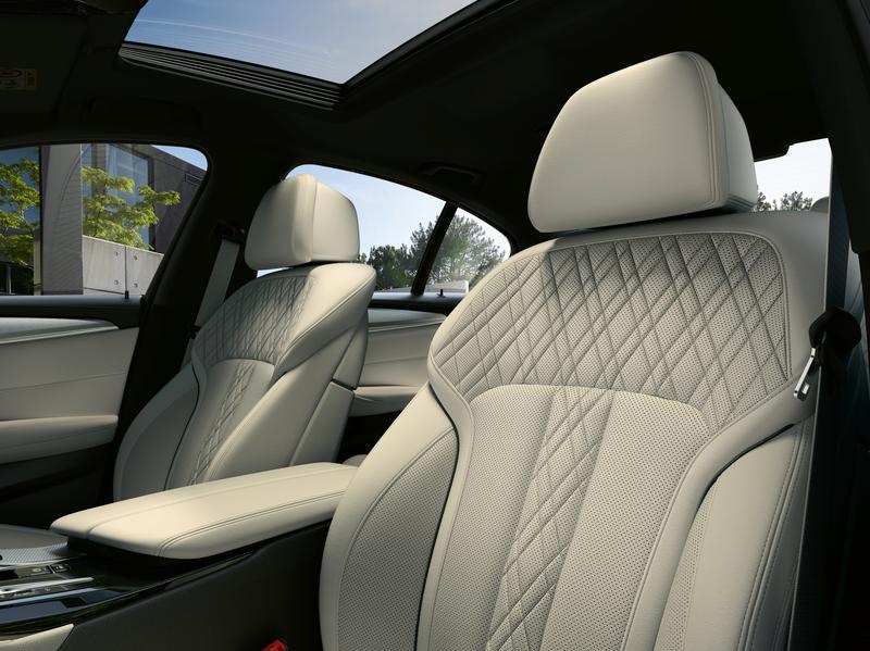 2021 BMW 5 Series Interior Seat Image