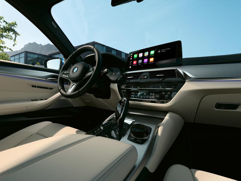 2021 BMW 5 Series Interior Tech and Apple CarPlay