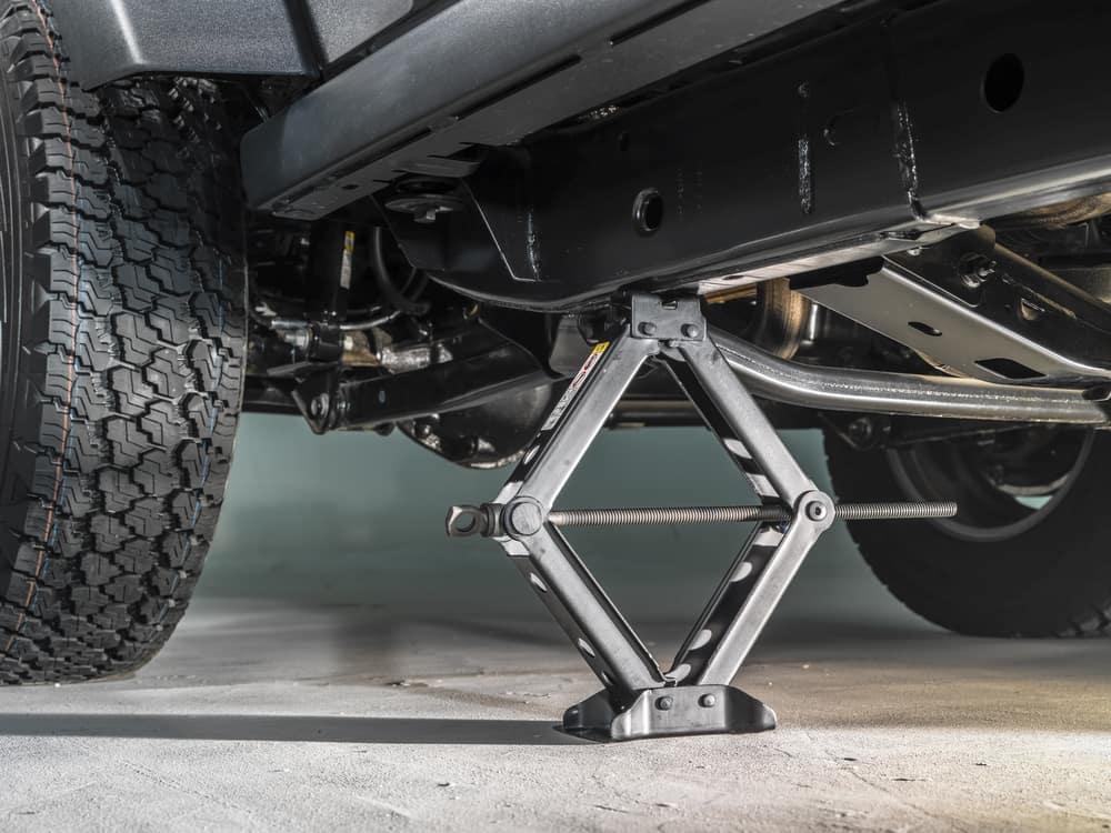 car jack to replace brake pads
