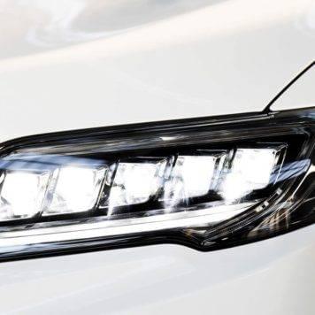 2017-Acura-RDX-base-headlight