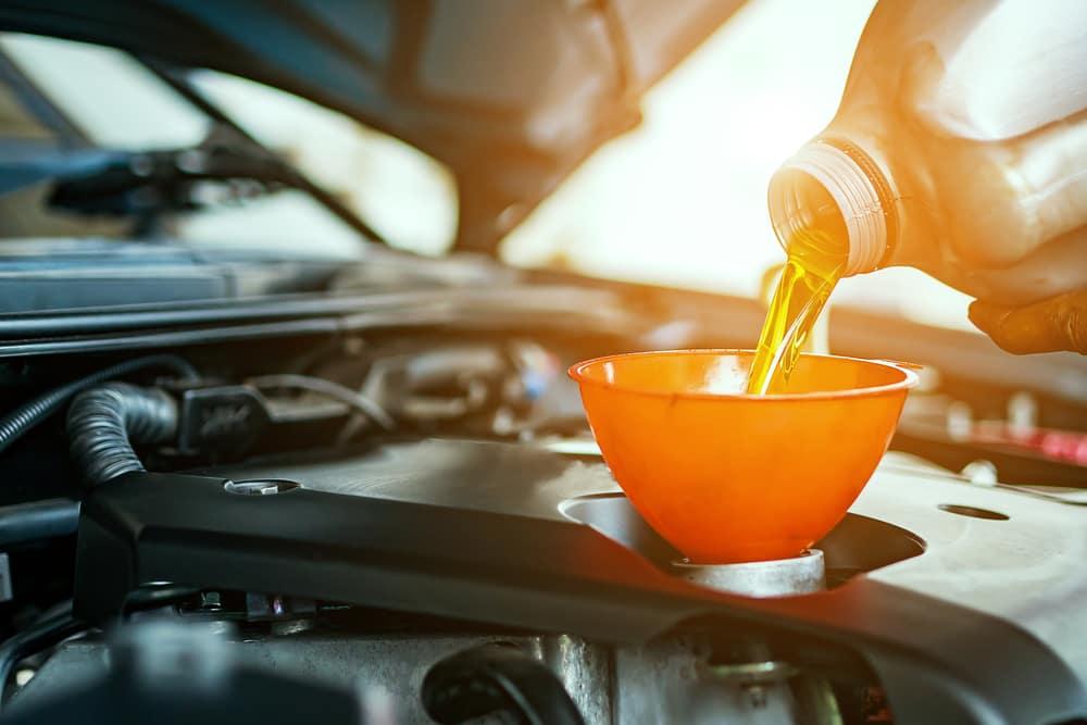 Symptoms of Low Engine Oil Santa Fe NM | Land Rover Santa Fe