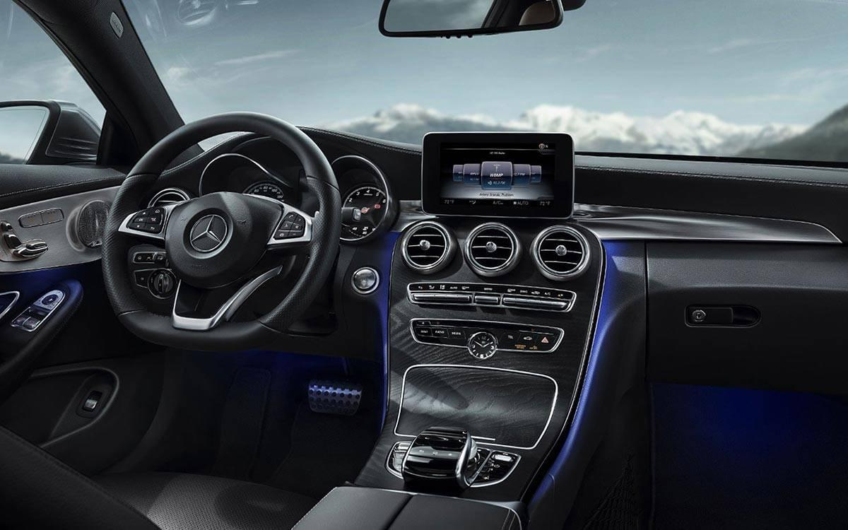 2017-C300-Coupe-dash