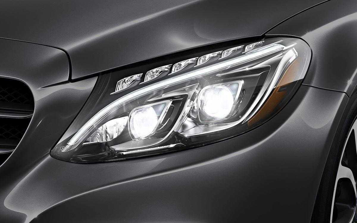 017-C300-Sedan Headlight Closeup